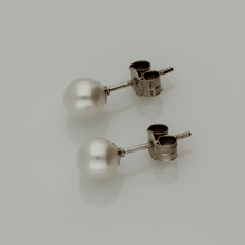 5-5.5mm White Fresh Water Pearl & 18ct Stud Earrings