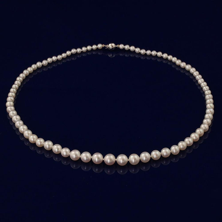 "18"" Graduated White Fresh Water Pearl Necklace"