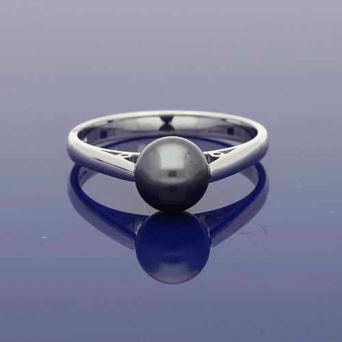 18ct White Gold Black Cultured Pearl Ring