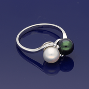 9ct White Gold & Black Cultured Pearl Twist Ring