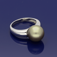 18ct White Gold Green 11.5-12mm South Sea Pearl Ring