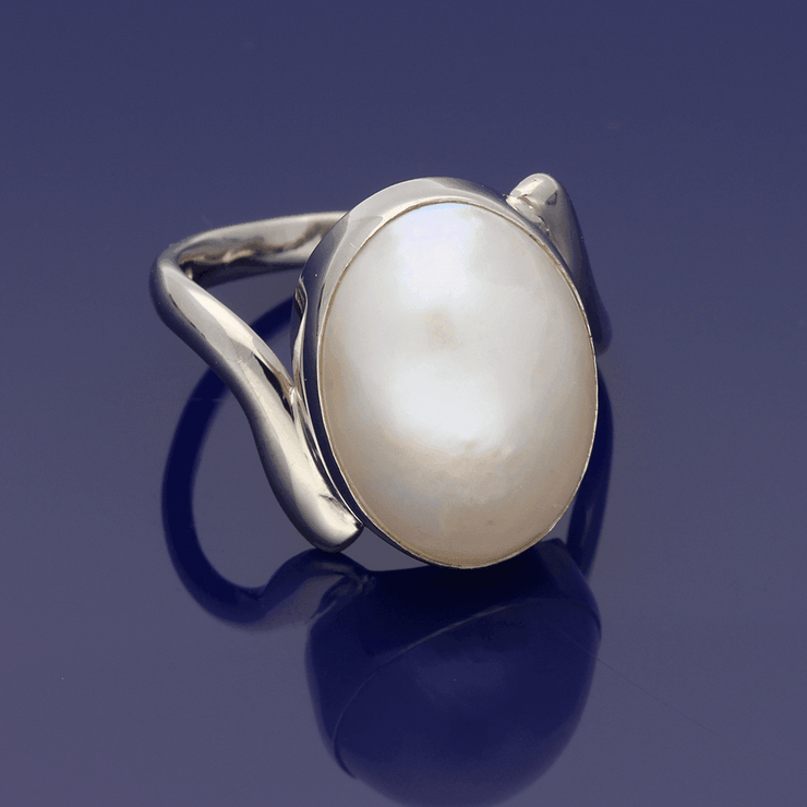 18ct White Gold Oval Mabe Pearl Ring