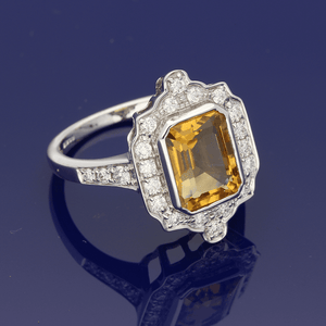 18ct White Gold Emerald Cut Citrine 2.50ct & Round Briliiant Cut Diamonds 0.43ct, Cluster Ring