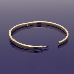 9ct Yellow Gold Bangle with Rose & White Decoration