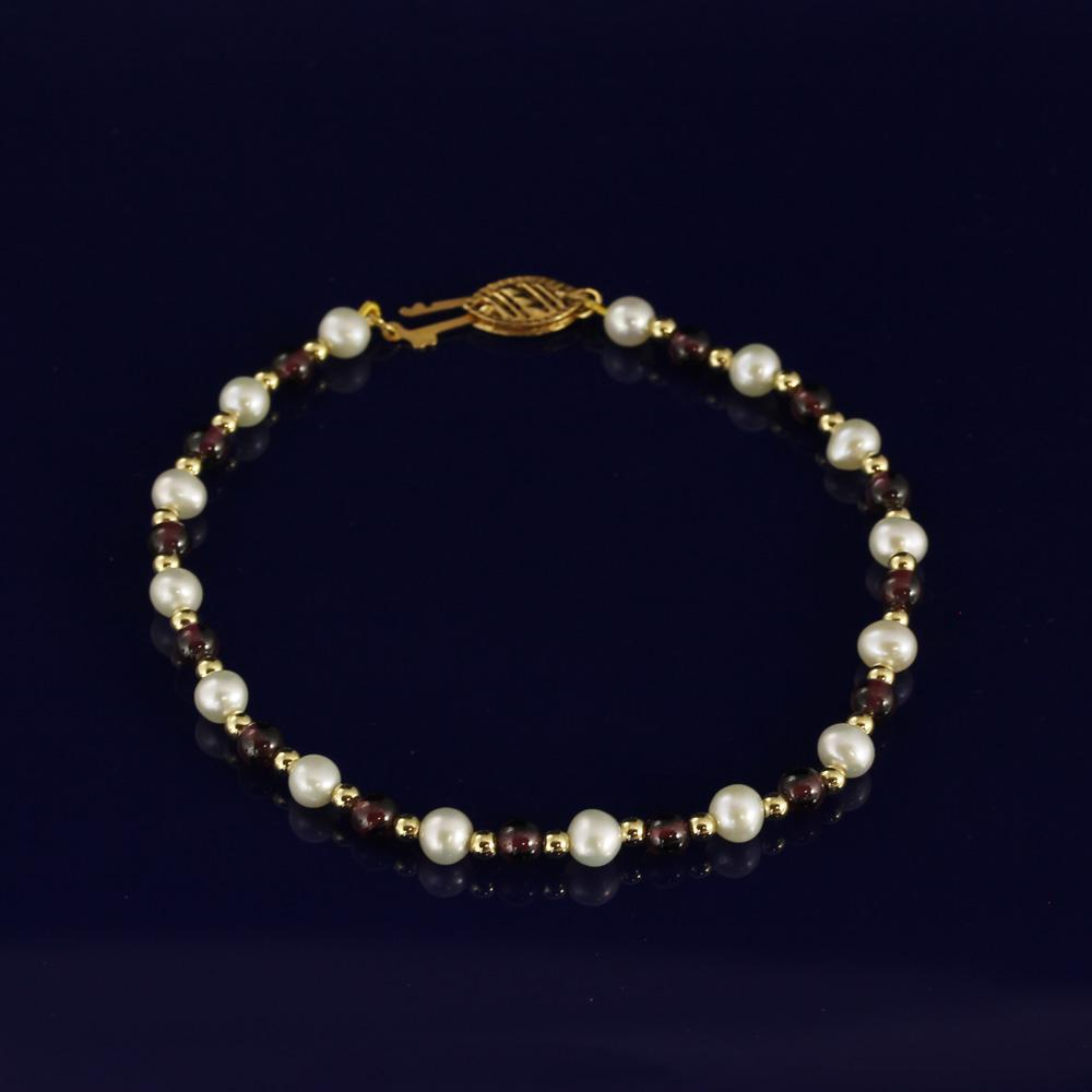 4-5mm Garnet & White Fresh Water Pearl Bracelet with 18ct Gold Beads