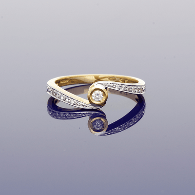 9ct Yellow Gold Diamond Solitaire Twist Ring