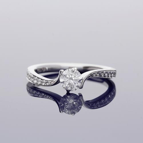 18ct White Gold & Diamond Round Brilliant Cut Solitaire Ring with Diamond Set Shoulders