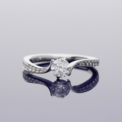 18ct White Gold Diamond Solitaire with Diamond Set Shoulders Ring