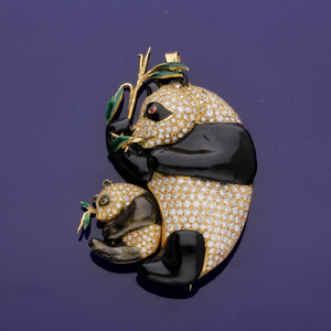 Outstanding 18ct Yellow Gold, Enamel and 2.50ct Diamond Panda Brooch/Pendant