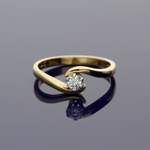18ct Yellow Gold and Diamond Solitaire Twist Ring