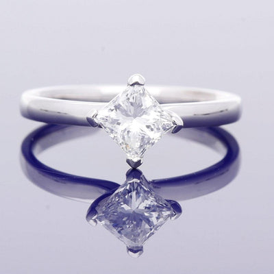 18ct White Gold 1ct Princess Cut Diamond Solitaire Engagement Ring - Certificated