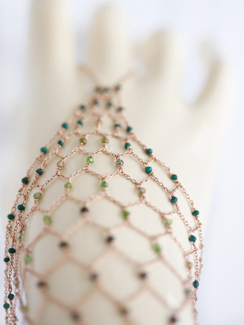 hand chain with green gesmtones