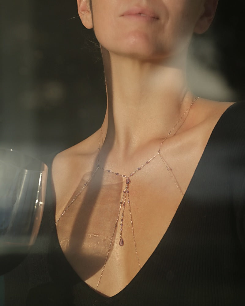 wear an elegant body chain jewelry for a night out