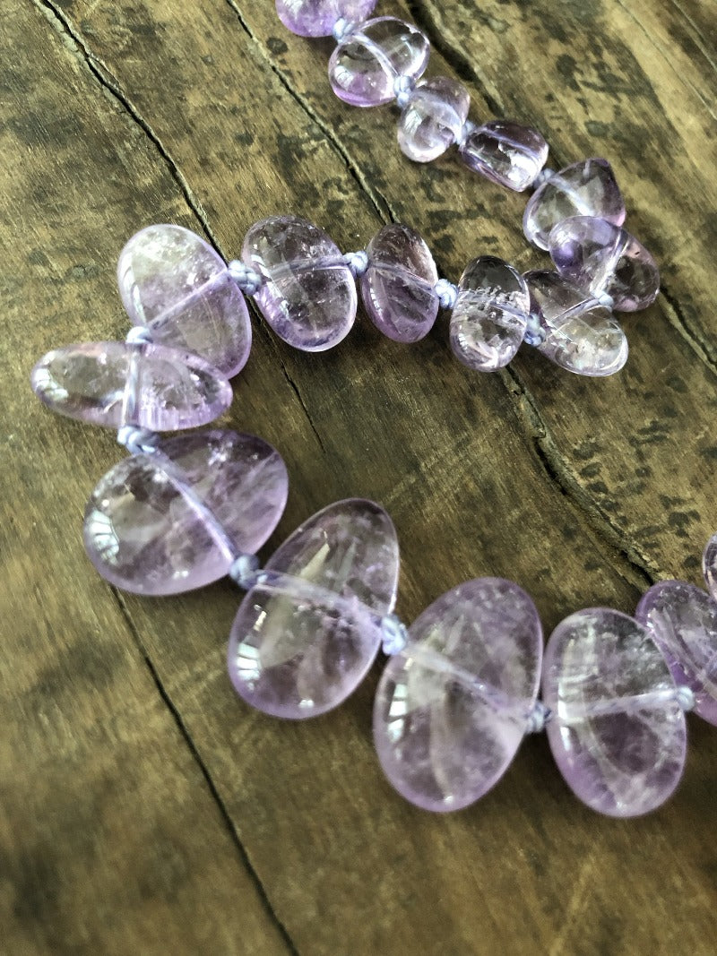 detail of the amethyst gemstone necklace