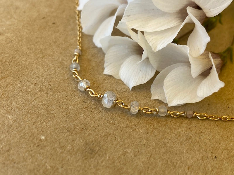 White Lykopis necklace