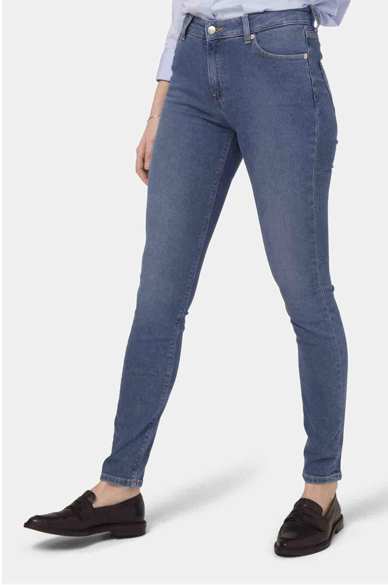 KOMODO pant HAZEN High Waist Jeans. Recycled Jeans and Organic Cotton. sustainable fashion ethical fashion