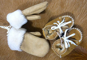Sheepskin baby booties and mittens
