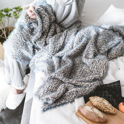Lohden Feather Yarn Blanket