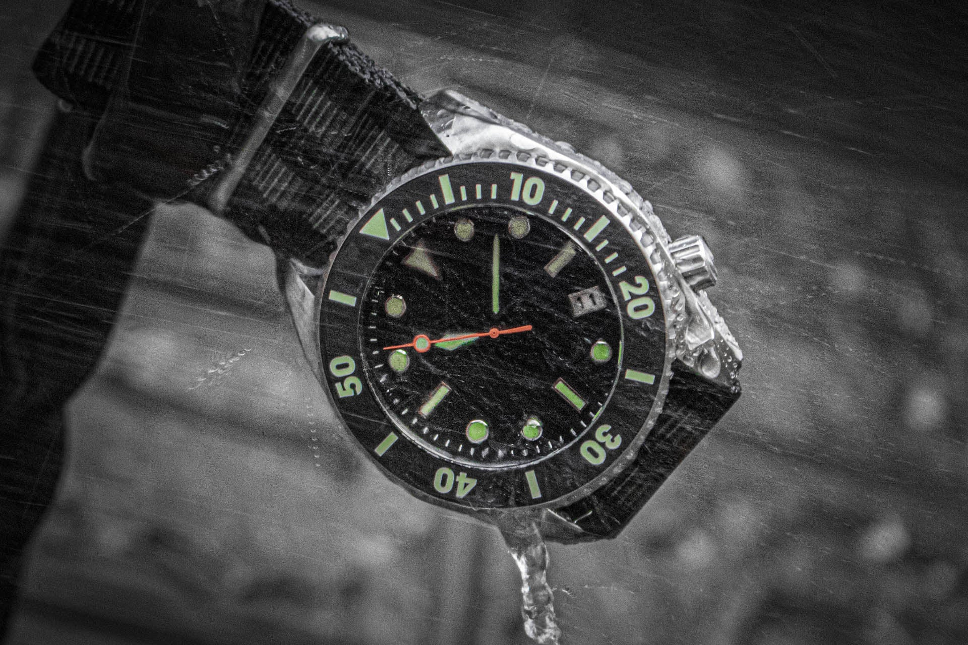 Enoksen - Deep Dive - Deep Dive Watch Zoomed In Escape Valve Detail Image