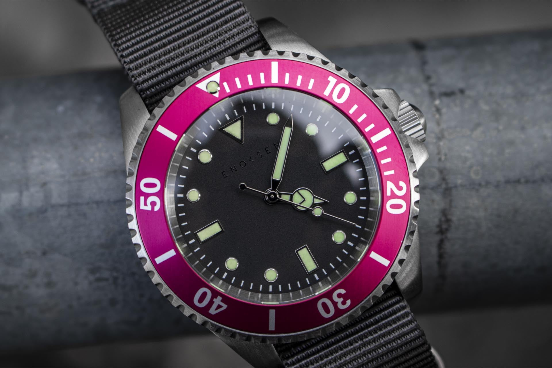 Enoksen - Dive E02/H - Hybrid Quartz Movement