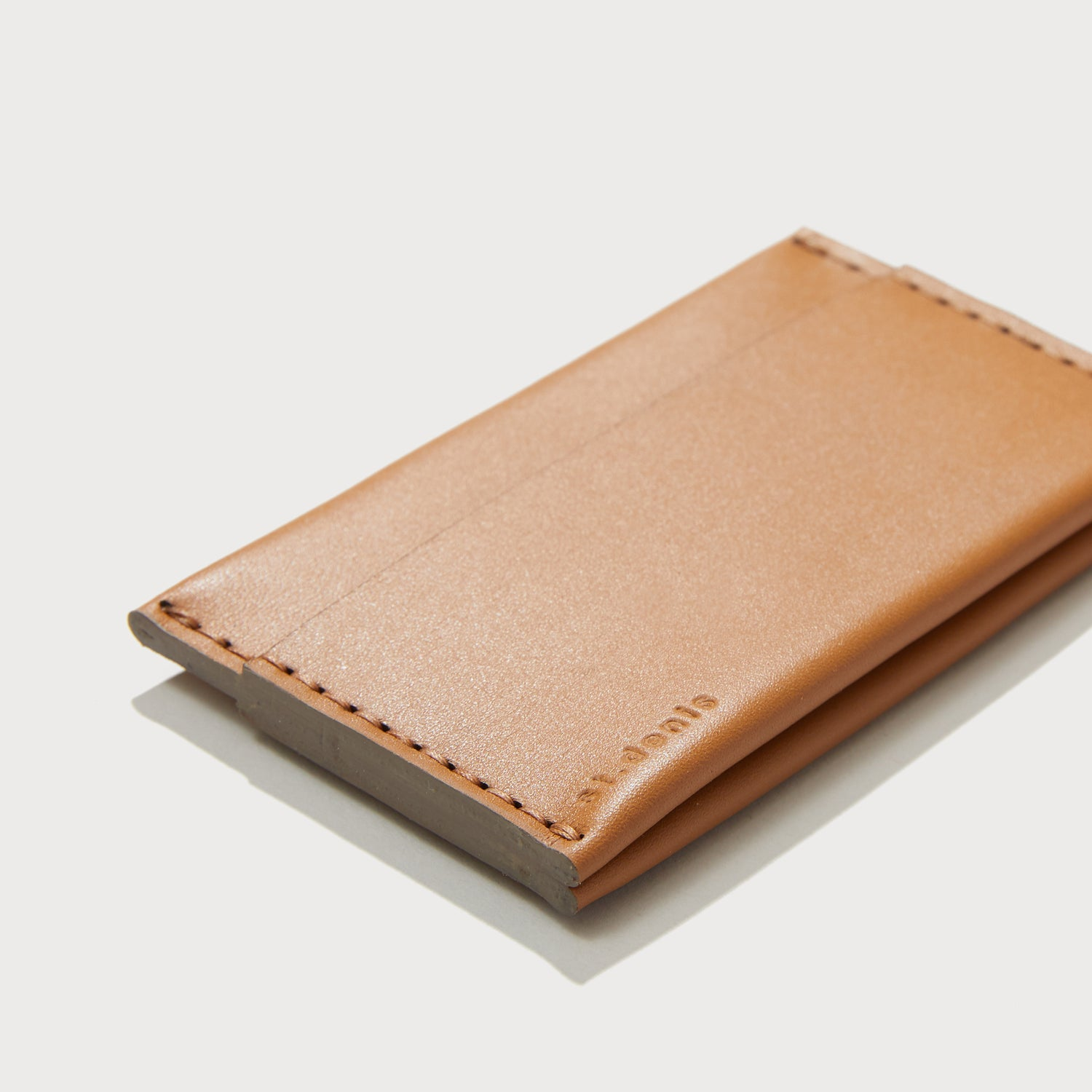 Sold out<br>Porte-cartes triple Couleur cognac