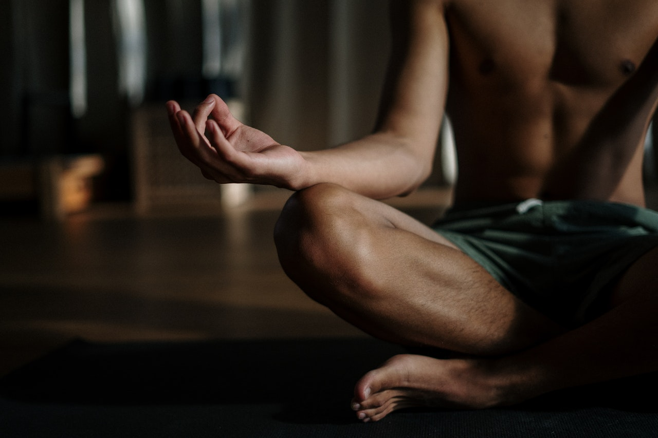 Man meditating on the floor (Torso down) | Style Standard