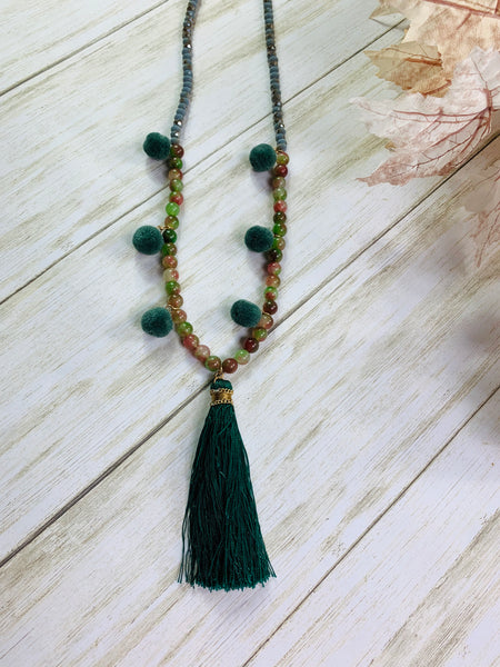 GREEN NECKLACE WITH POMS