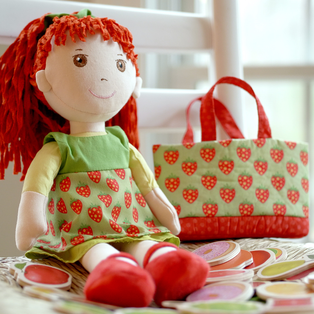 The SMART Magnetic Doll That Loves to Eat her Yummy Fruits and Veggies
