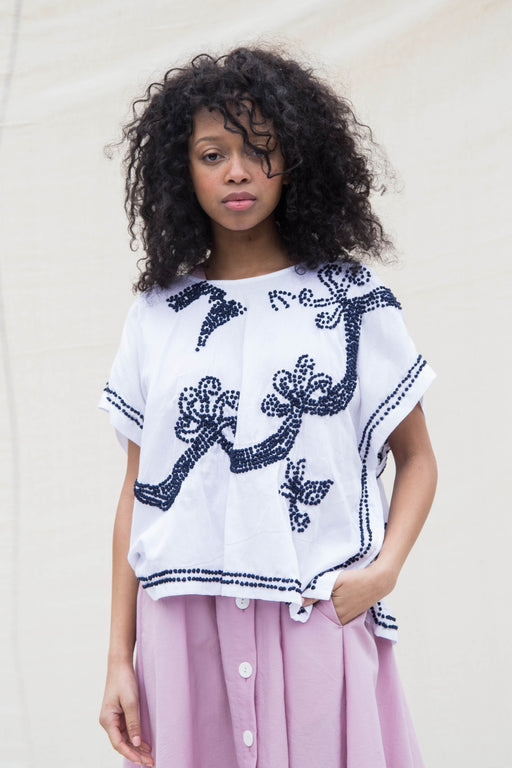 FRENCH KNOT PONCHO TOP - WHITE/NAVY