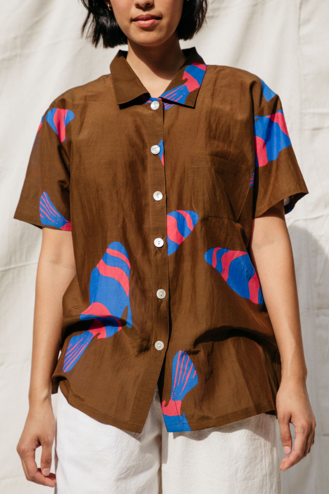 DYLAN FISH SHIRT, CHOCOLATE
