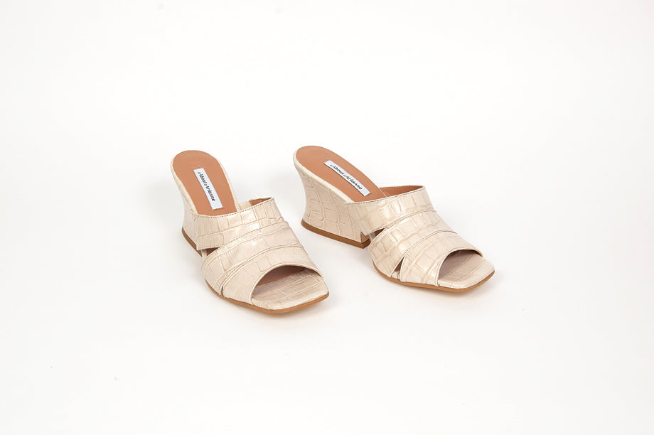 ABOUT ARIANNE - SAFARI SANDAL, RICE