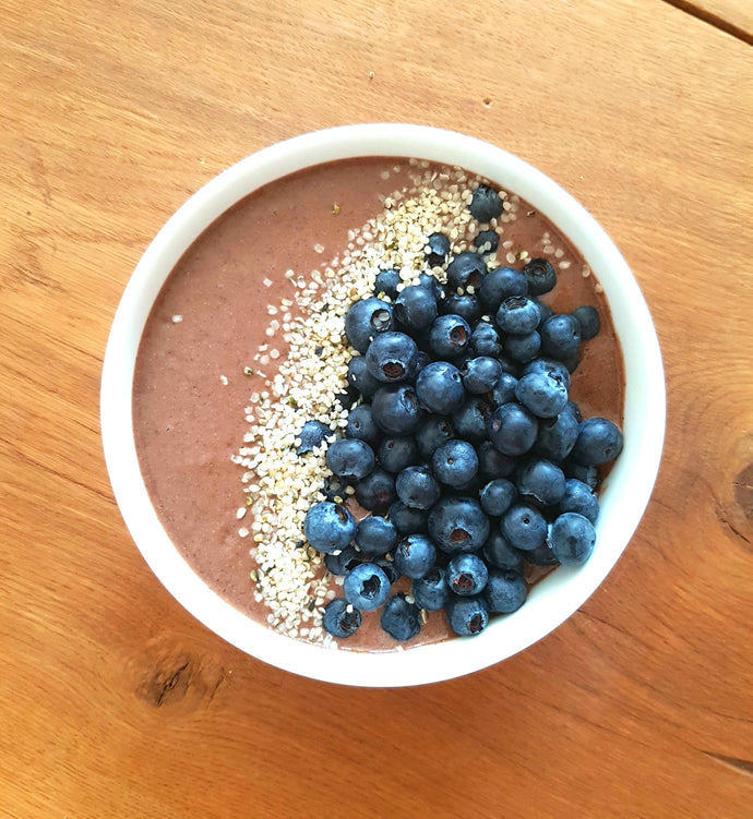 Schoko-Hanf-Nicecream als Breakfast Bowl