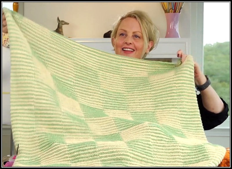 Shadow Checkerboard Baby Blanket Video Tutorial from VeryPink.com
