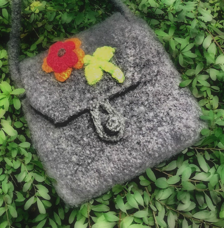 Run-About Felted Handbag  - Designed by Jean Sattler