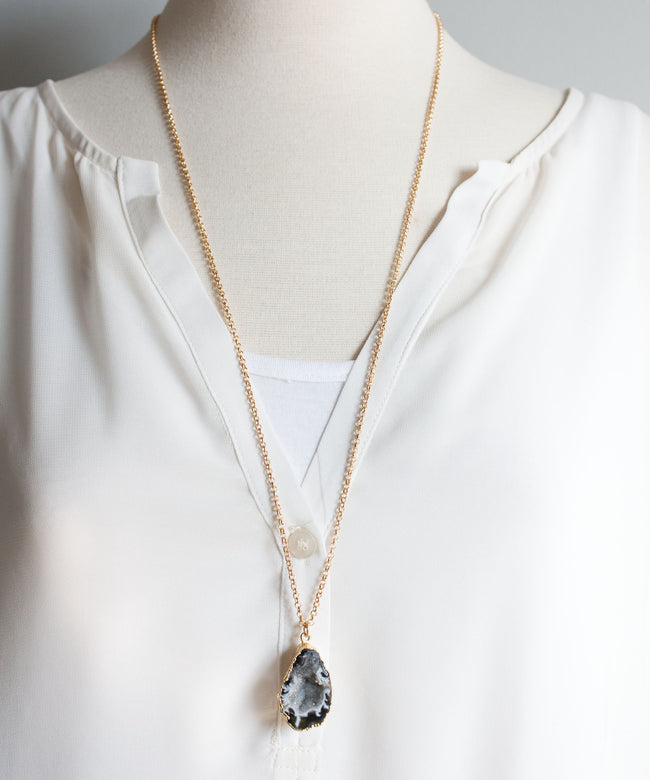 Jane Geode Pendant Necklace | Light
