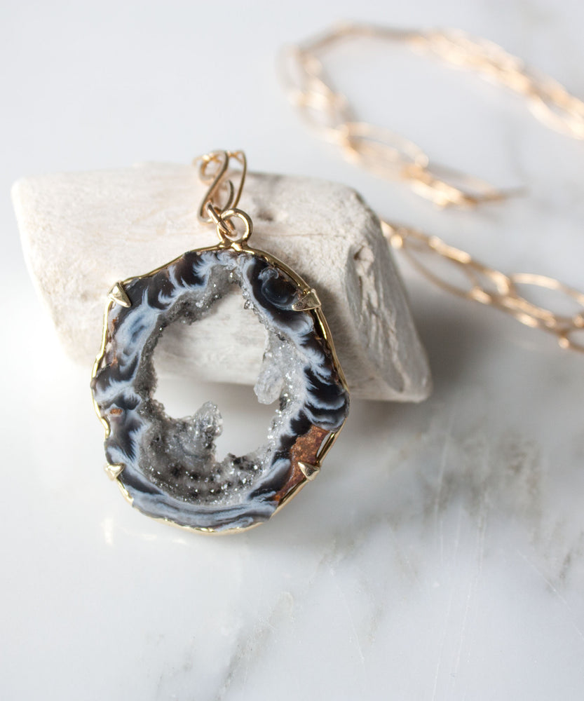 Load image into Gallery viewer, Jane Geode Statement Necklace