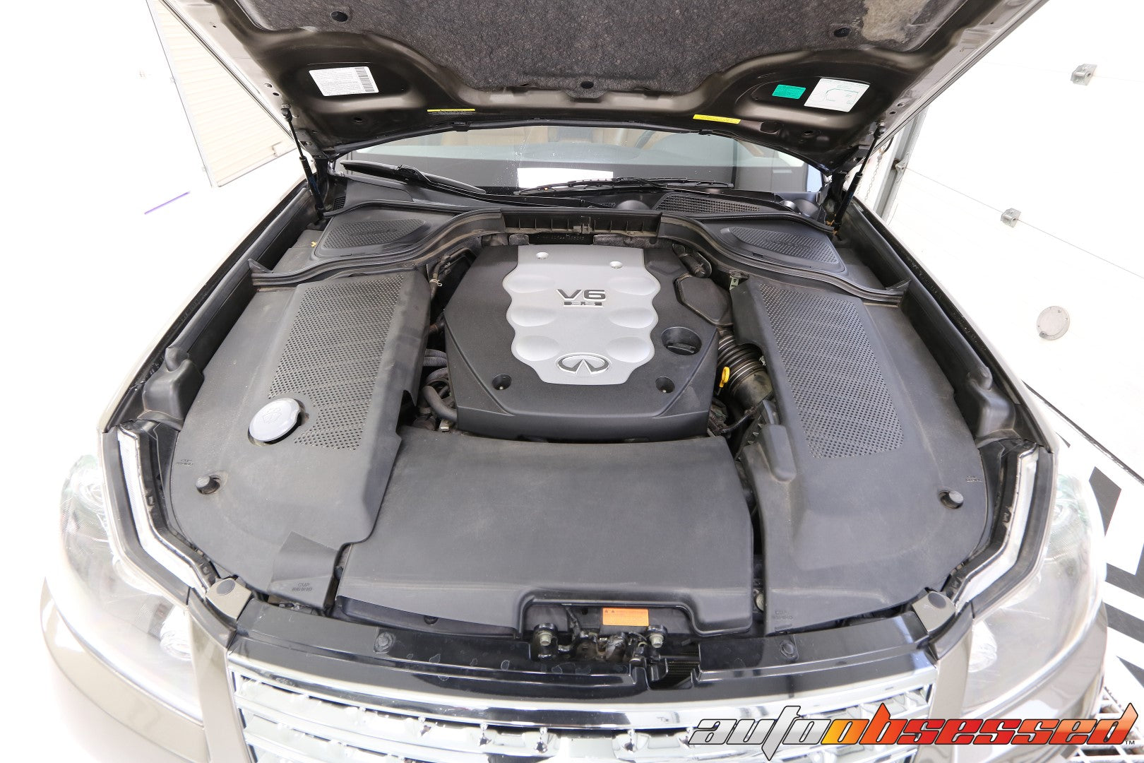 2006 Infinity M35x Engine Bay - Auto Obsessed