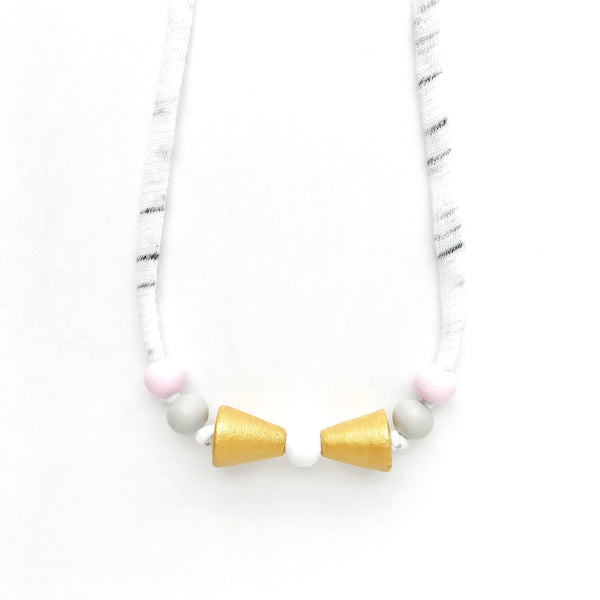 the lila petit bow necklace