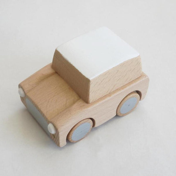 kuruma - classic wooden wind up car (natural)