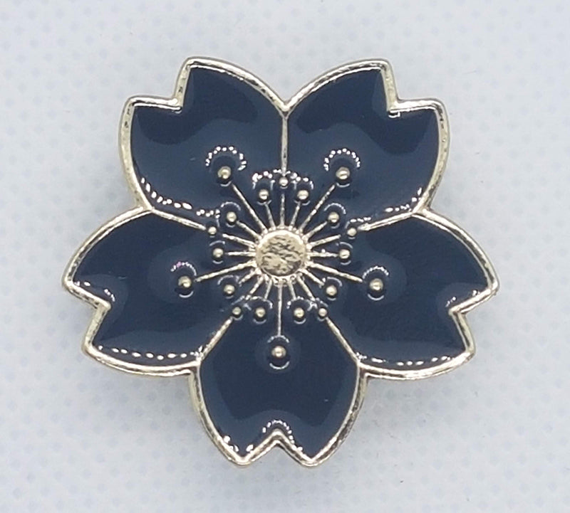Flower shaped snap with gold and black enamel