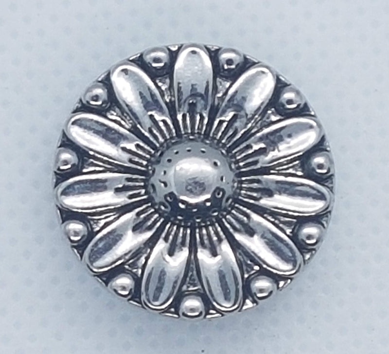 Round silver plated snap in the shape of a flower