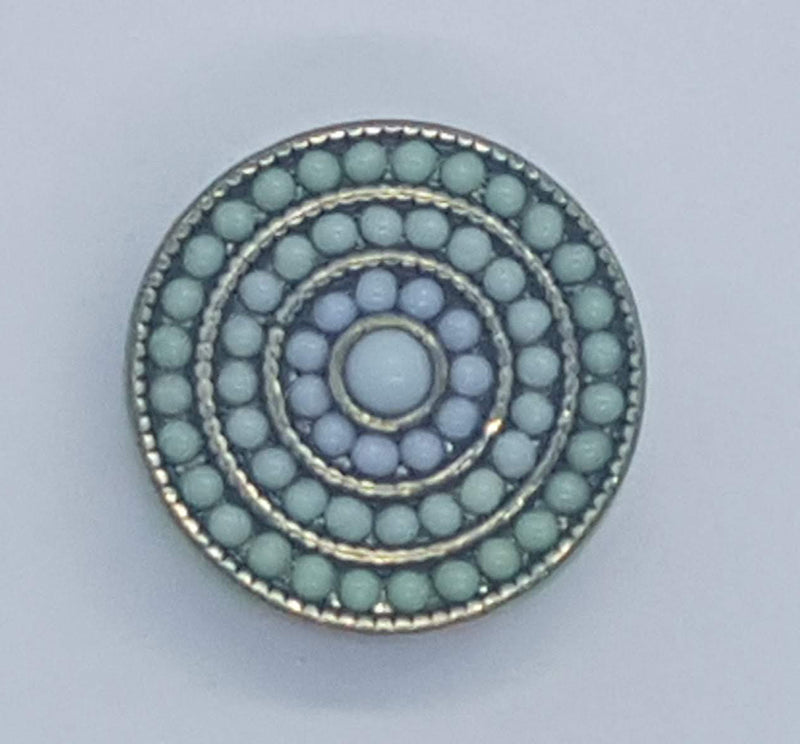 Round snap with small green beads