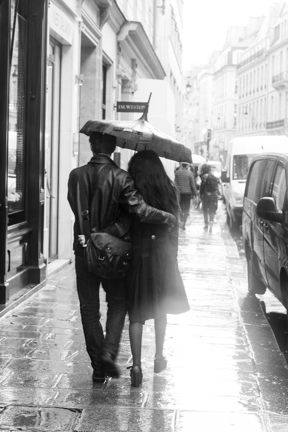 Paris Lovers in The Rain - Every Day Paris