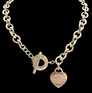 Load image into Gallery viewer, TIFFANY & Co. Sterling Silver Heart Toggle Necklace