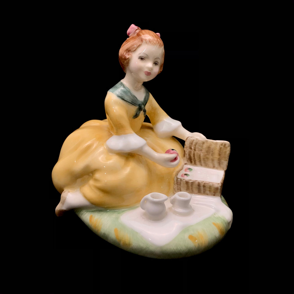 Load image into Gallery viewer, ROYAL DOULTON Picnic HN 2308 Figurine