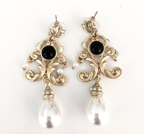 VICTORIA- PEARL DROP EARRINGS