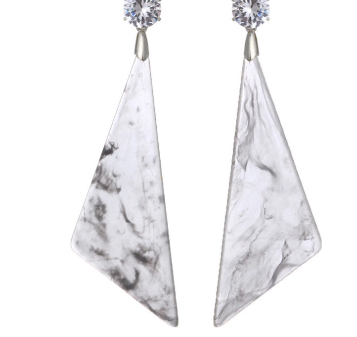 TROIA-MARBLE LOOK ACRYLIC EARRINGS- GREY/CLEAR