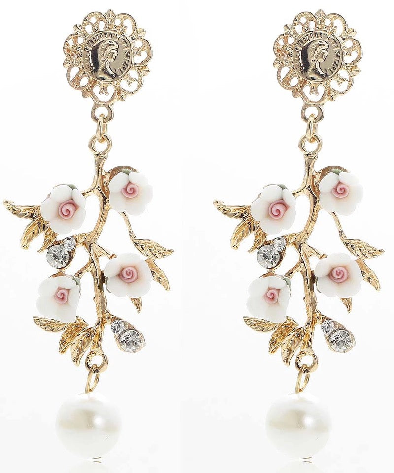 LAURETTA- WHITE FLOWER EARRINGS
