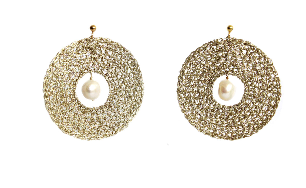 HELLE- GOLD DISC PEARL EARRINGS