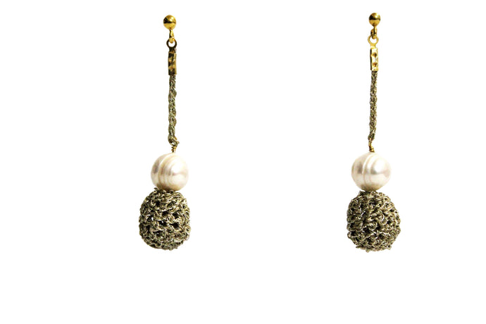 MANA - GOLD PLATED THREAD PEARL DROP